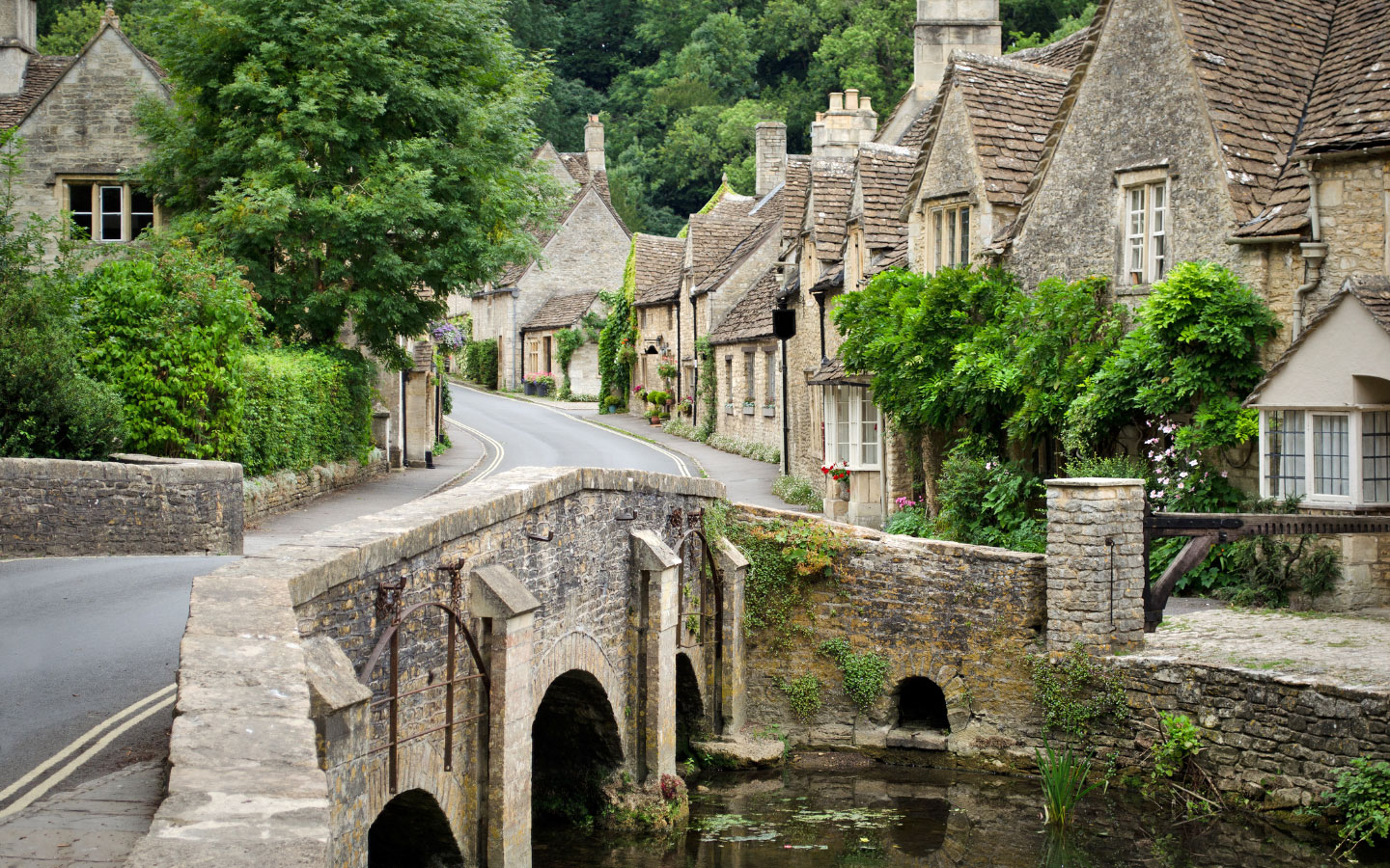 Visiting Castle Combe: A Local's Guide [photo credit Canva]