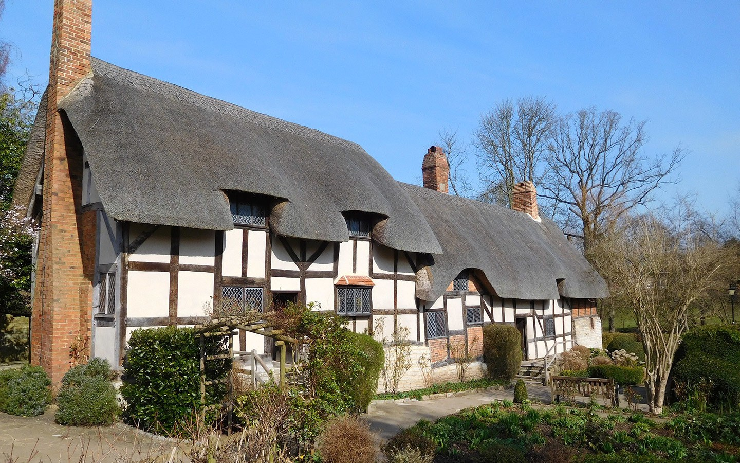 Anne Hathaway's Cottage in Stratford-upon-Avon [photo credit Canva]