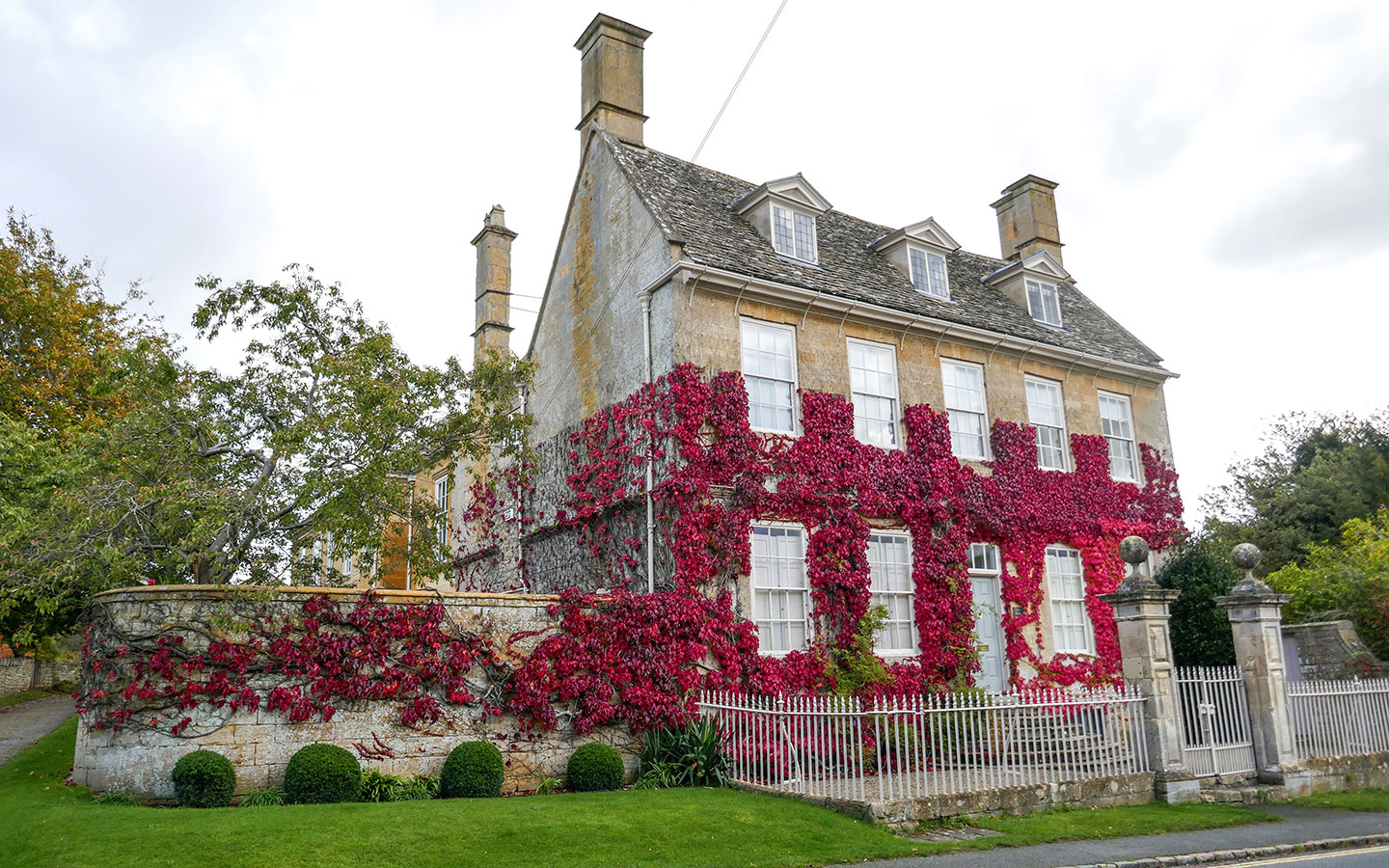 Autumnal house in Broadway