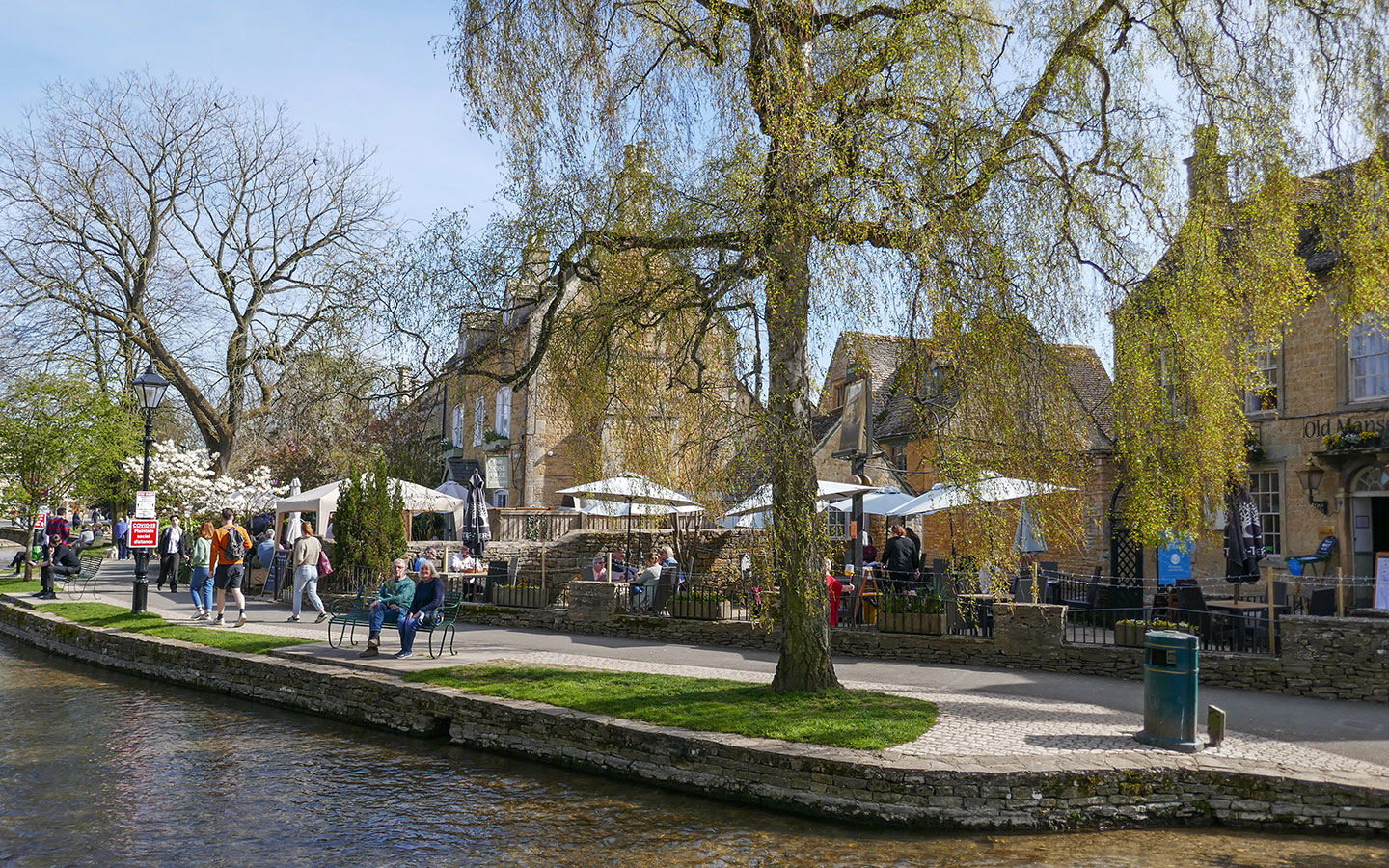 Restaurants along the River Windrush in Bourton-on-the-Water
